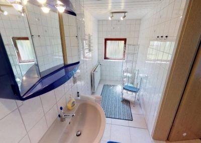 Bad mit Dusche der Ferienwohnung Ganderkesee