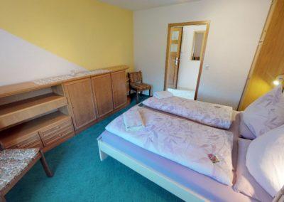 Schlafzimmer mit Doppelbett der Ferienwohnung Ganderkesee